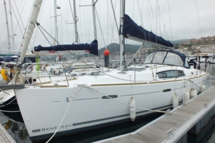Beneteau Oceanis 40 for sale in Portugal for €115,000 (£103,315)