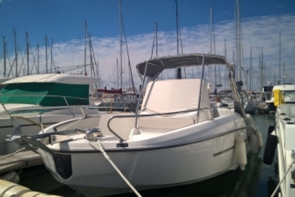 Beneteau Flyer 7.7 Spacedeck for sale in France for €46,000 (£40,683)