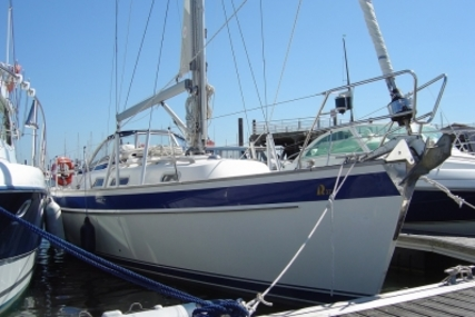 Hallberg-Rassy 37 for sale in France for €180,000 (£158,056)