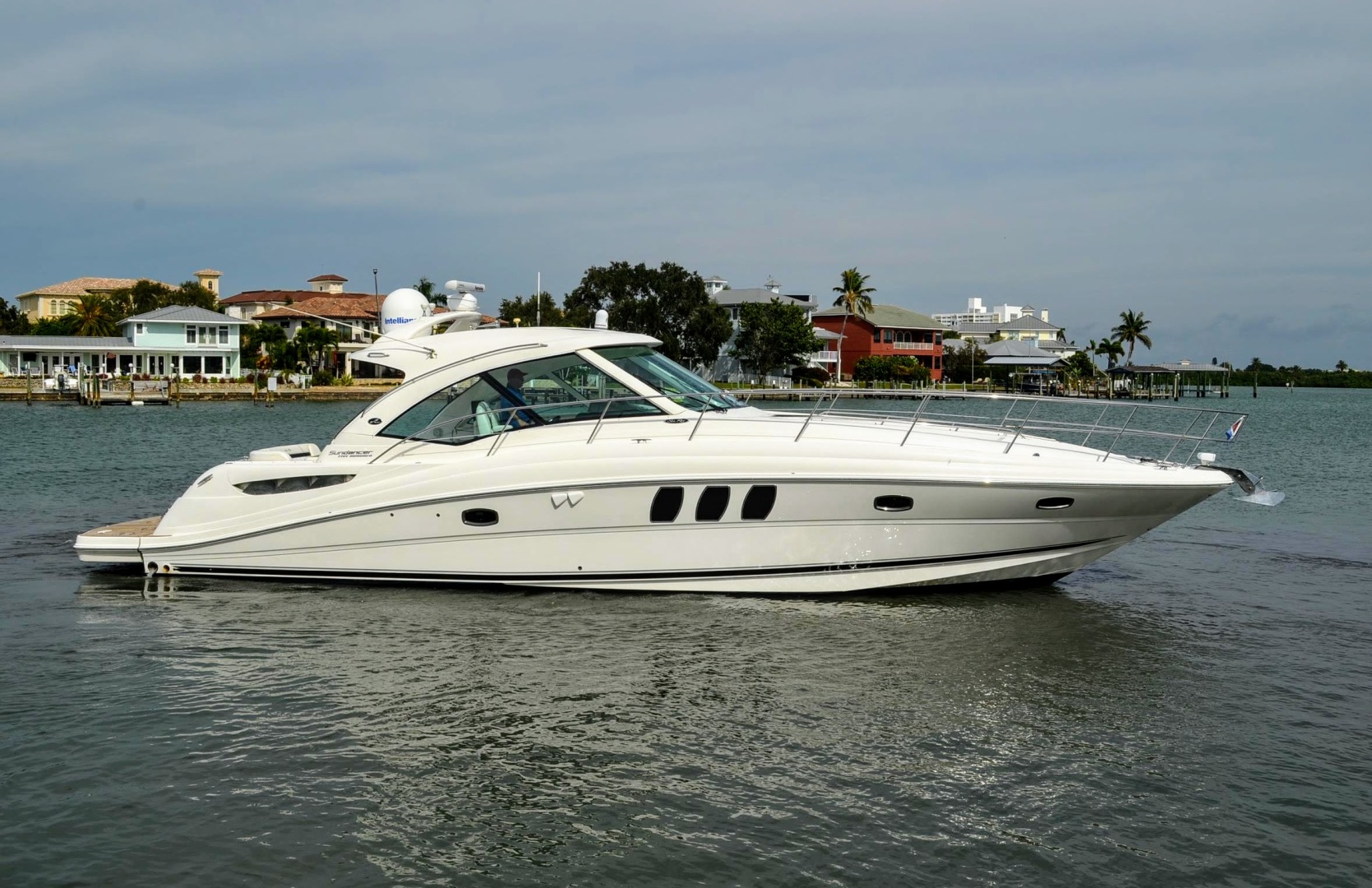 Sea Ray Boats For Sale New And Used Sport Cruiser Yachts And Boat
