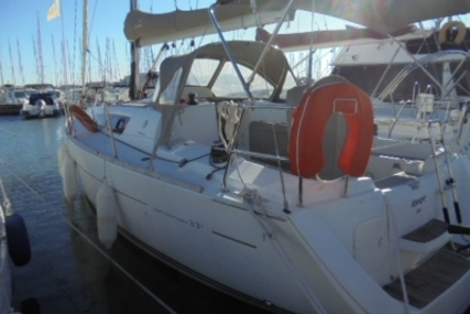 Jeanneau Sun Odyssey 33i for sale in France for €69,000 (£61,989)