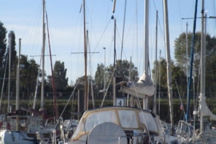 Beneteau Oceanis 37 for sale in France for €85,000 (£75,997)