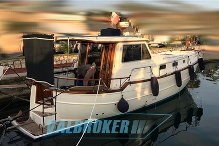 Menorquin 120 for sale in Italy for €137,000 (£120,937)