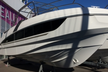 Beneteau Flyer 8.8 SpaceDeck for sale in France for €78,000 (£66,832)