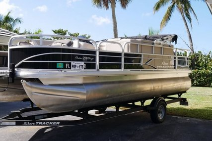 Tracker Fishin' Barge 20 DLX for sale in United States of America for $24,500 (£18,938)