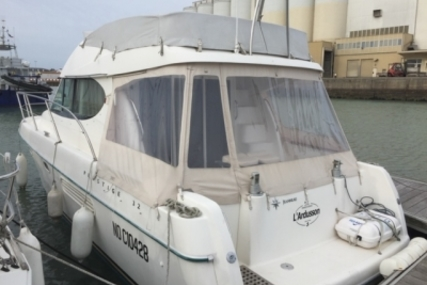 Prestige 32 for sale in France for €79,000 (£69,547)