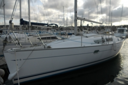 Jeanneau Sun Odyssey 32i Lifting Keel for sale in France for €42,000 (£36,816)