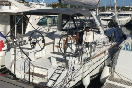 Beneteau Oceanis 35.1 for sale in France for €150,000 (£130,420)