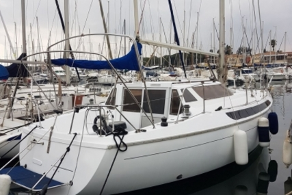 Jeanneau Espace 1000 for sale in France for €34,900 (£29,862)
