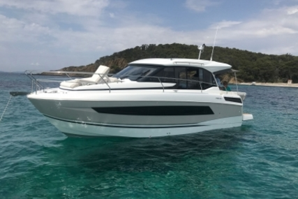 Jeanneau NC 33 for sale in France for €239,000 (£204,443)