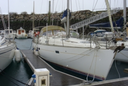 Beneteau Oceanis 411 for sale in France for €69,500 (£60,894)