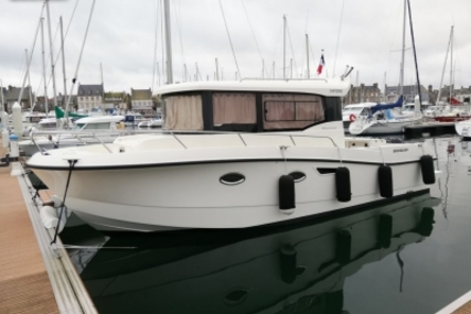 Quicksilver 905 for sale in France for €97,000 (£82,975)