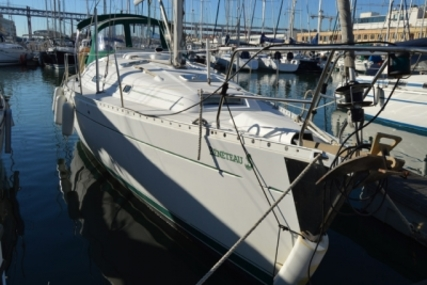 Beneteau Oceanis 381 for sale in Portugal for €67,500 (£59,563)