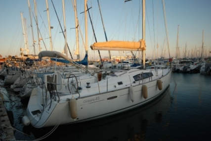 Beneteau Oceanis 43 for sale in France for €115,000 (£100,270)