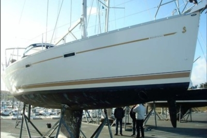 Beneteau Oceanis 393 for sale in France for €79,000 (£69,250)