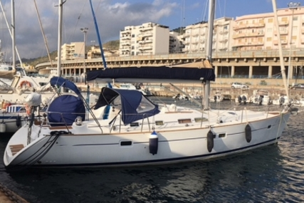 Beneteau Oceanis 423 for sale in Italy for €70,000 (£61,332)