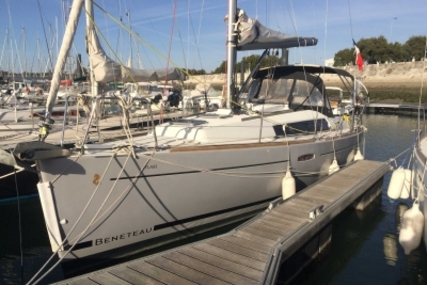Beneteau Oceanis 31 for sale in France for €68,000 (£59,333)