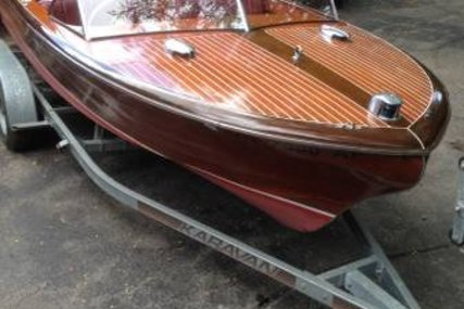 Chris-Craft Holiday 20 for sale in United States of America for $20,000 (£15,270)