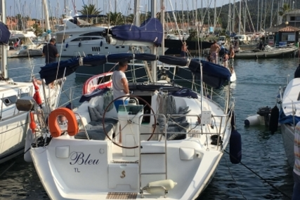 Beneteau Oceanis 393 for sale in France for €72,000 (£63,084)