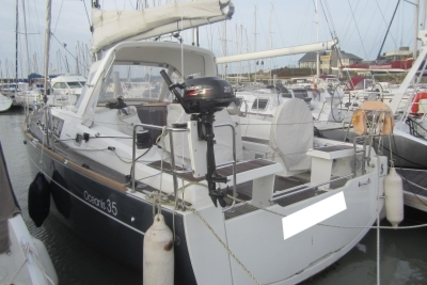 Beneteau OCEANIS 35 LIFTING KEEL for sale in France for €120,000 (£102,785)
