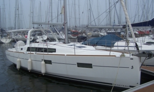 Image of Beneteau Oceanis 38 for sale in France for €129,000 (£110,378) ARZON, France