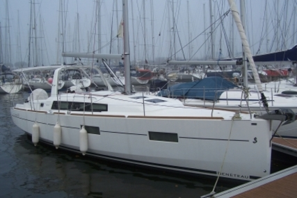 Beneteau Oceanis 38 for sale in France for €129,000 (£111,392)