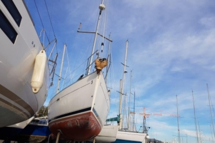 Beneteau Oceanis 393 for sale in France for €74,500 (£65,275)