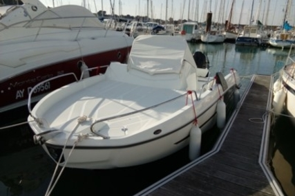 Beneteau Flyer 6.6 Sundeck for sale in France for €44,900 (£39,331)