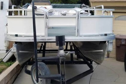 Sun Tracker 21 Fishing Barge for sale in United States of America for $15,500 (£11,942)