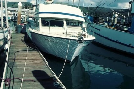 Chris-Craft 33 Sports-Sedan for sale in United States of America for $15,000 (£11,341)