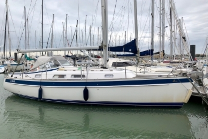 Hallberg-Rassy 342 for sale in France for €175,000 (£153,598)