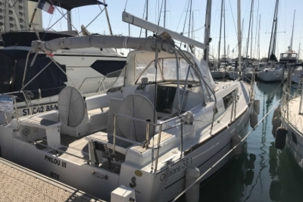 Beneteau Oceanis 38.1 for sale in France for €165,900 (£145,611)