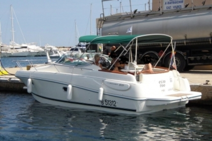 Jeanneau Leader 805 for sale in France for €31,000 (£26,811)
