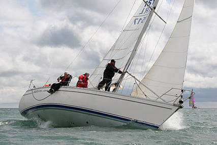 Jeanneau Sunrise 34 for sale in Ireland for €32,000 (£28,050)