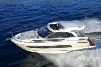 Jeanneau Leader 33 for sale in France for €235,000 (£205,996)