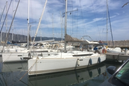 Jeanneau Sun Odyssey 379 for sale in France for €95,000 (£82,061)