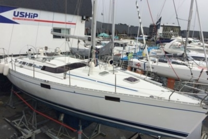 Beneteau Oceanis 390 for sale in France for €39,000 (£33,760)