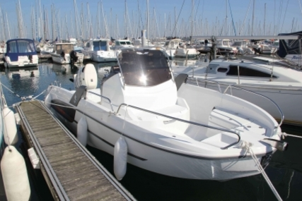 Beneteau Flyer 6.6 Spacedeck for sale in France for €32,900 (£29,575)