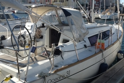 Beneteau Oceanis 31 for sale in France for €80,000 (£71,915)