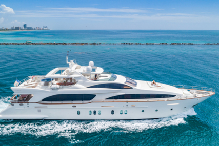 Azimut Yachts Flybridge for sale in United States of America for 2,299,000 $ (1,816,688 £)