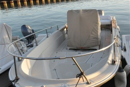 Boston Whaler 25 Outrage for sale in Italy for €29,000 (£26,023)