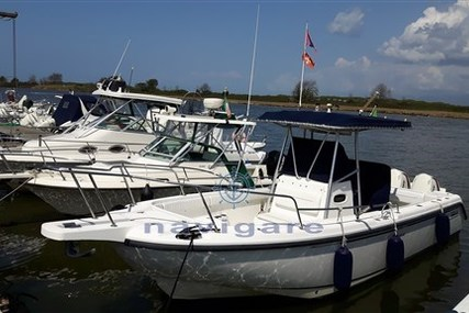 Boston Whaler 26 Outrage for sale in Italy for €45,000 (£40,477)