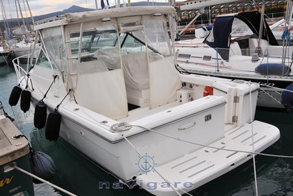 Tiara 2900 Open for sale in Italy for €120,000 (£108,465)