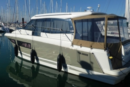 Jeanneau NC 9 for sale in France for €109,000 (£95,480)