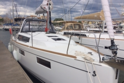 Beneteau Oceanis 35.1 for sale in France for €145,900 (£128,745)