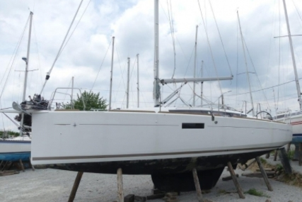Jeanneau Sun Odyssey 349 Lifting Keel for sale in France for €129,000 (£113,620)