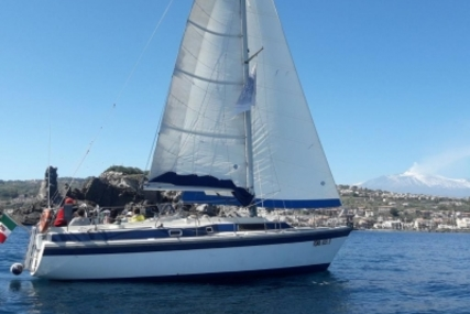 Dehler 37 for sale in Italy for €25,000 (£22,037)