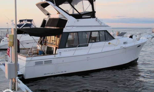 Image of Bayliner 3288 Flybridge for sale in United States of America for $24,999 (£19,023) Great River, New York, United States of America