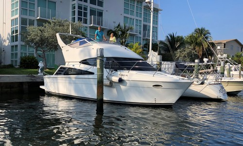 Image of Carver Yachts 33 Super Sport for sale in United States of America for $99,500 (£77,132) Fort Lauderdale, Florida, United States of America