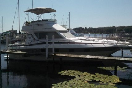 Cruisers Yachts Chateau Vee 338 for sale in United States of America for $15,000 (£11,848)